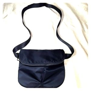 Lululemon black flat belt or crossbody bag